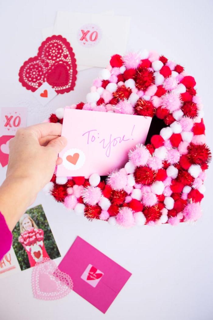 cadeau personnalisé saint valentin coeur dentelle rouge carte saint valentin amour boîte pompons