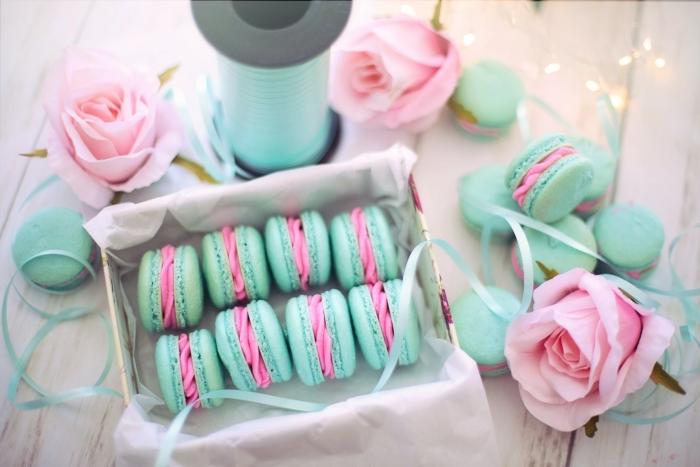 cadeau romantique pour elle boîte de macarons surprise gourmande sucrée rubans
