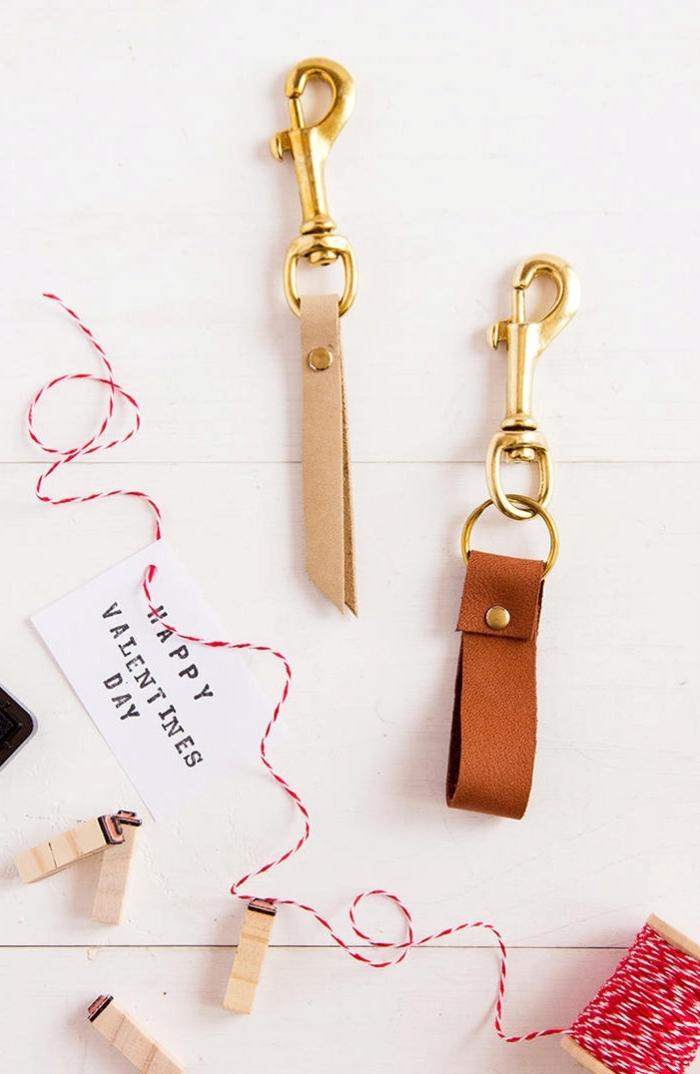 cadeau saint valentin homme porte clé saint valentin en cuir message fête amour ficelle accessoire diy