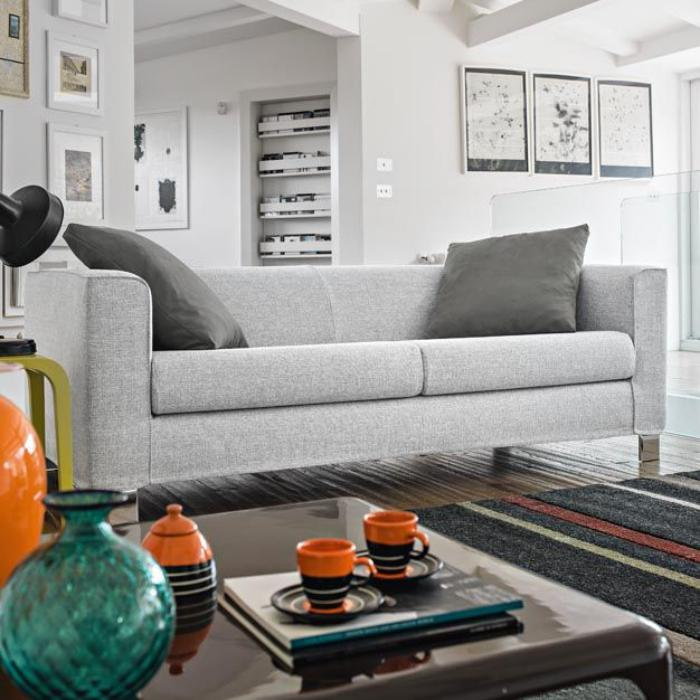 canapé-poltronesofa-joli-décor-gris-clair