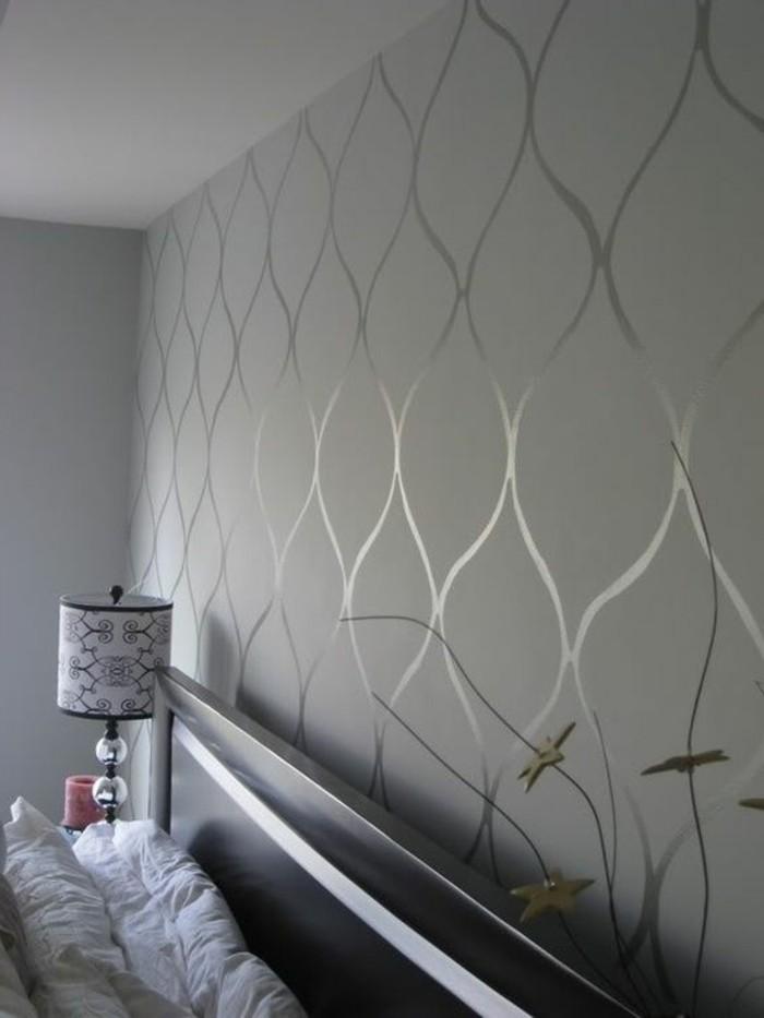 chambre-a-coucher-avec-papier-peint-gris-motifs-decoratifs-originaux-mur-gris
