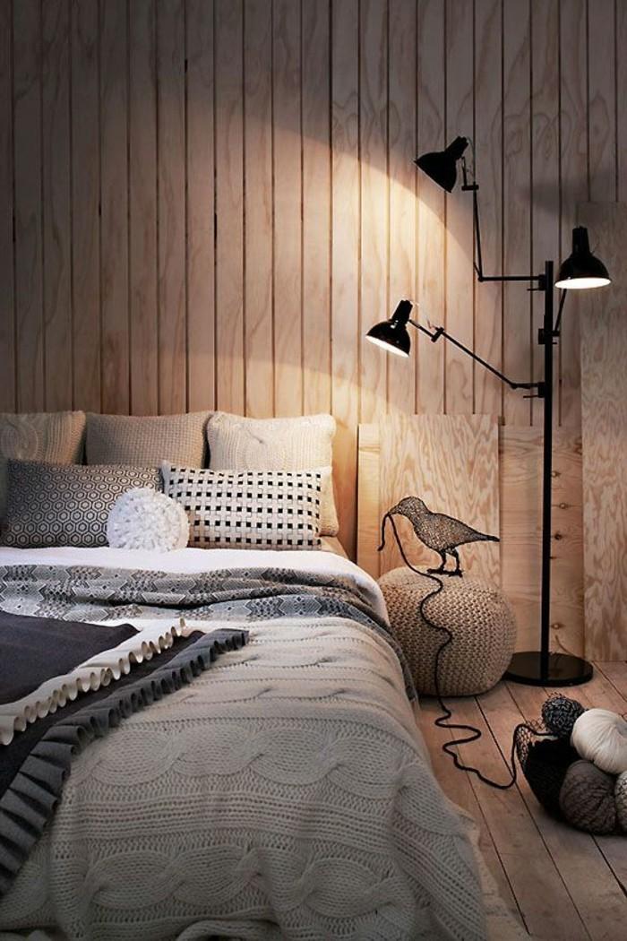 chambre-a-coucher-mur-en-planchers-couleur-grege-tapisserie-beige-sol-en-planchers