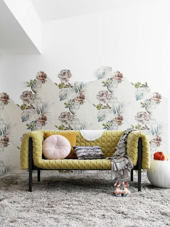 chantemur-papier-peint-avec-motifs-florals-tapis-beige-meubles-d-interieur-chics