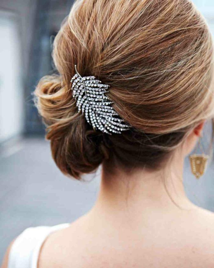 coiffure-cheveux-long-chignon-de-mariage-tuto-coiffure-bijoux-dans-les-cheveux
