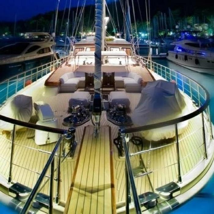 comment-choisir-le-bateau-de-luxe-exterieur-moderne-de-luxe-yot-de-luxe-moderne