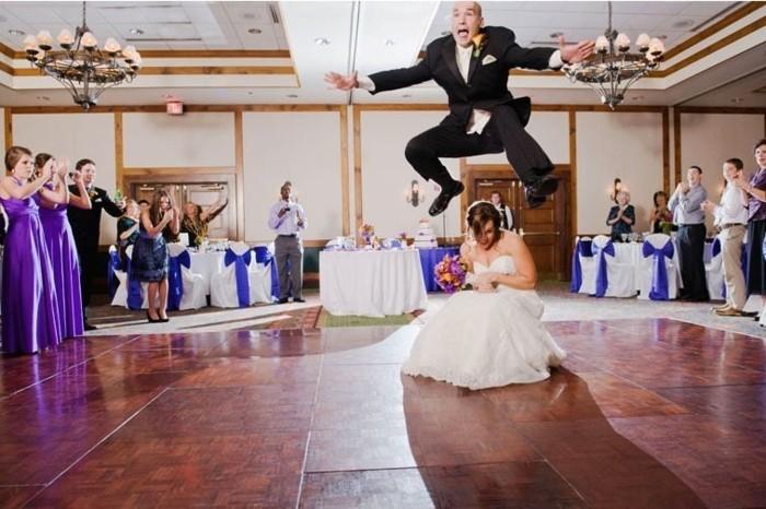 cool-et-amusante-idée-photo-mariage-idée-photo-originale-belle-couple