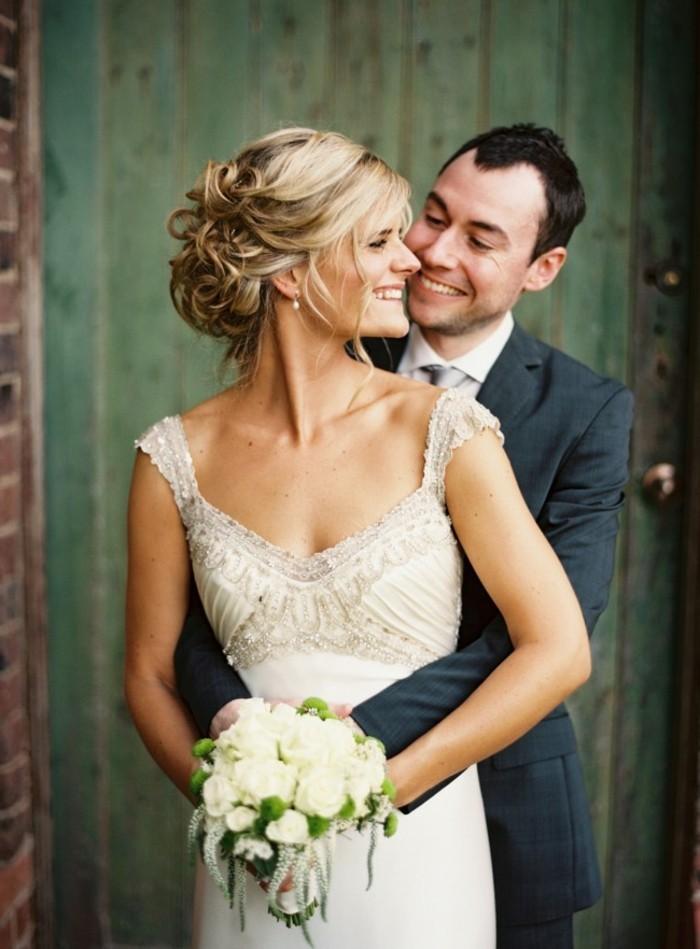 cool-robe-de-mariage-robe-de-mariée-dentelle-belle-femme-couple-heureuse