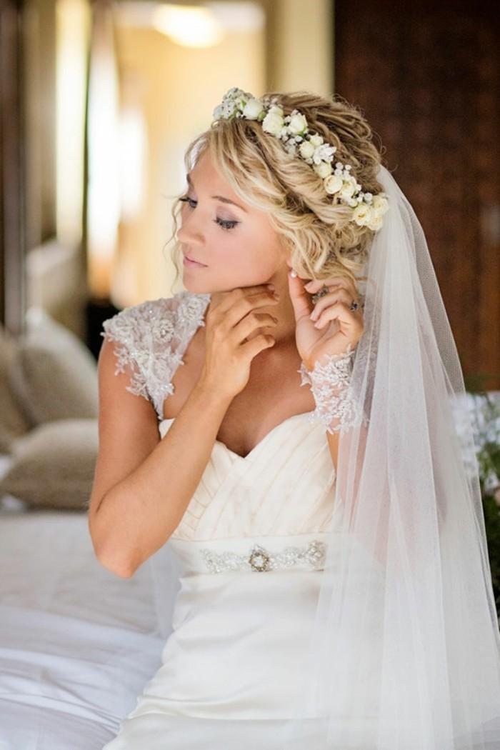 couronne-de-fleurs-photo-coiffure-chignon-coté-mariage-chignons-de-mariage-belle-coiffure
