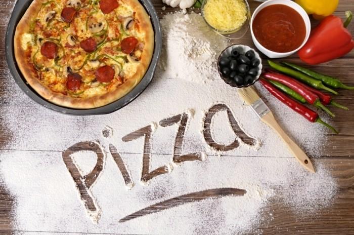 belle-image-pizza-ronde-avec-sause