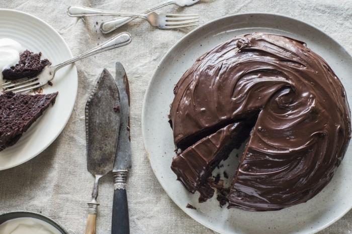 délicieux-gâteaux-au-chocolat-dessert-chocolat-gâteau-au-chocolat-moelleux-prenez-une-piece