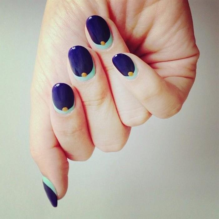 deco-ongle-facile-a-faire-ongle-de-couleur-bleu-foncé-femme-moderne-ongles-desco-facile