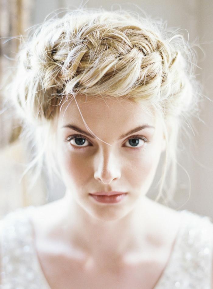 delicate-chignon-haut-mariage-coiffure-de-mariage-idée-coiffure-tresse
