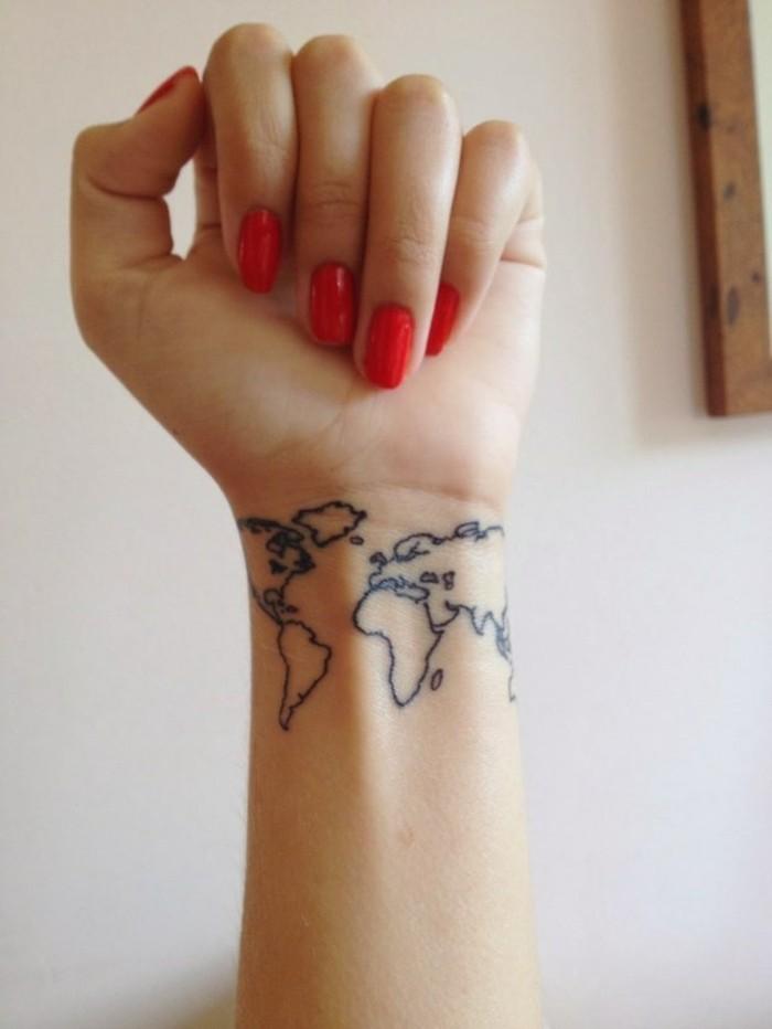 douleur-tatouage-poignet-tatouage-lettre-poignet-cool-idée-monde