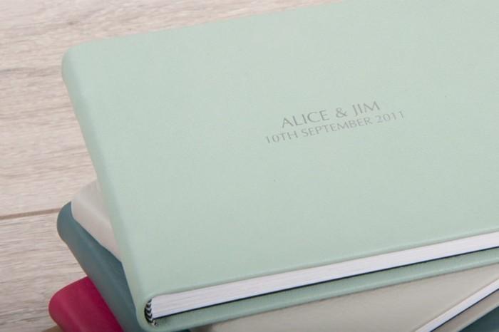 en-bleu-petit-album-photo-garder-ses-photos-dans-l-album-mariage