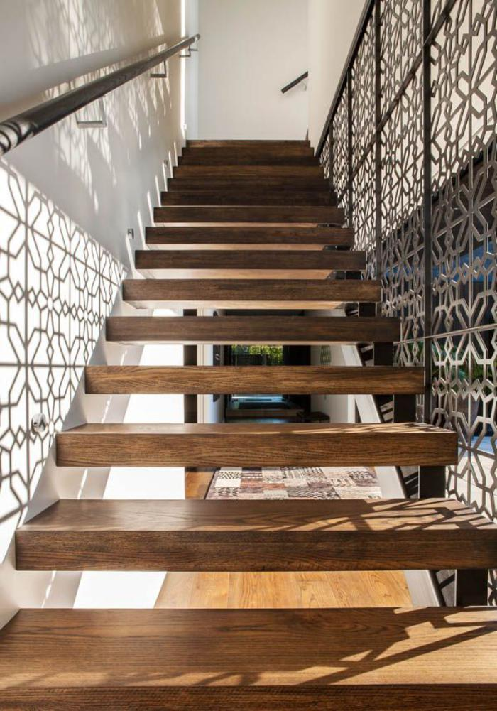escalier-suspendu-bois-massif-escalier-fantastique