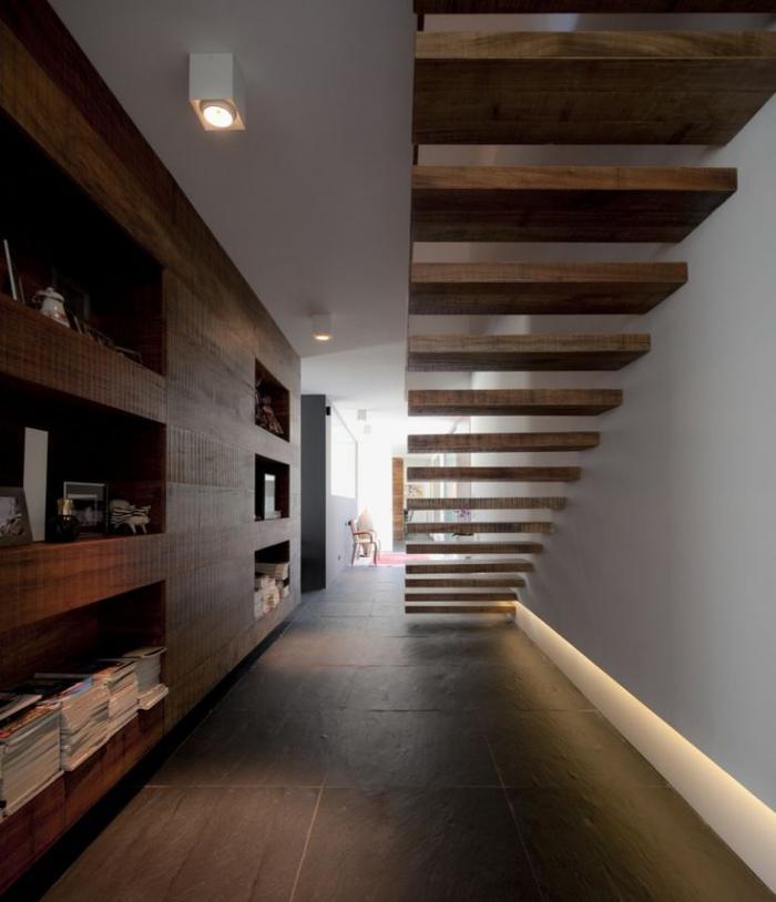 escalier suspendu, marches flottantes, escalier fixé à un mur ...