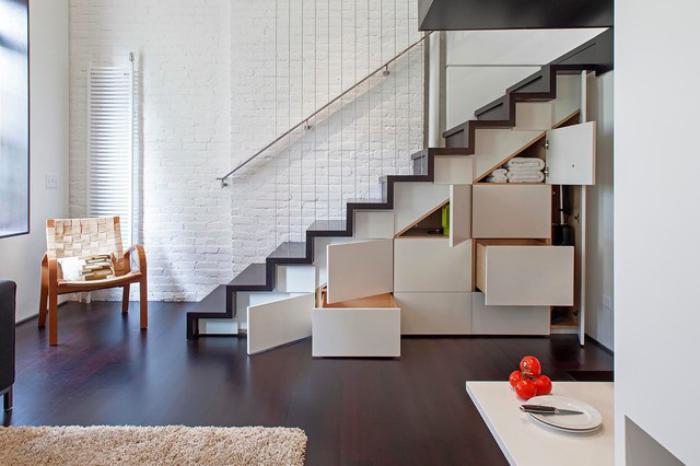 escalier-suspendu-escalier-loft-mur-briques-peintes-blanches