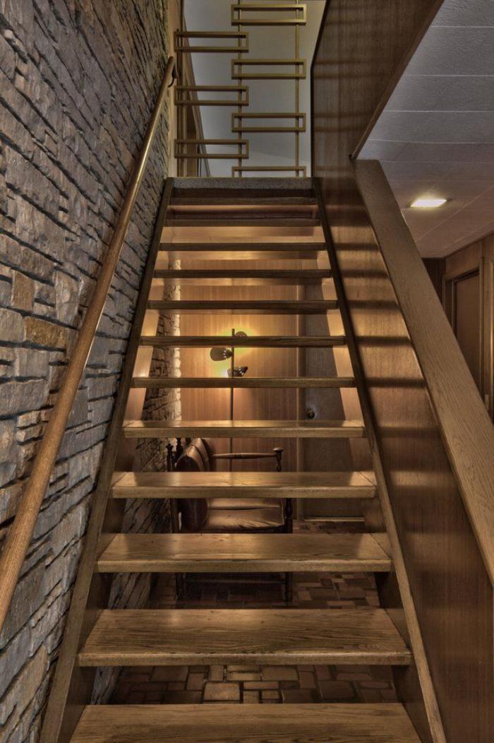 escalier-suspendu-intérieur-rustique