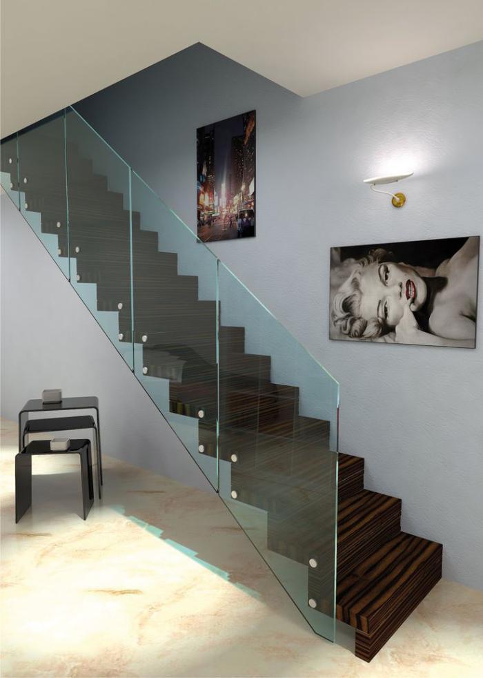 escalier-suspendu-rambarde-verre-portrait-de-Marilyn