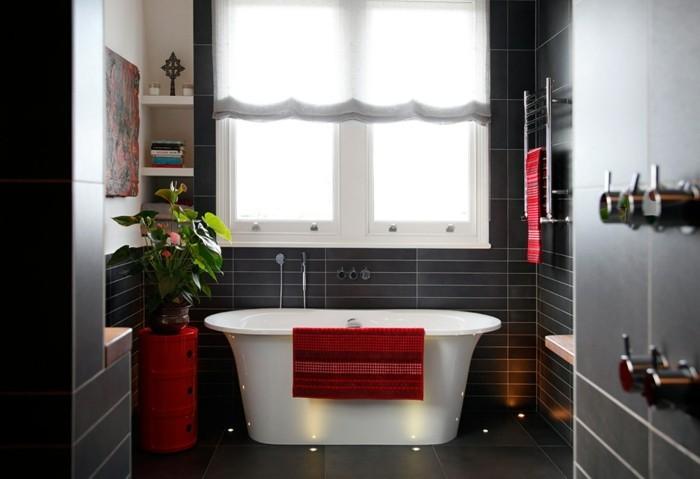 La beaut de la salle de bain noire en 44 images for Faience rouge pour salle de bain