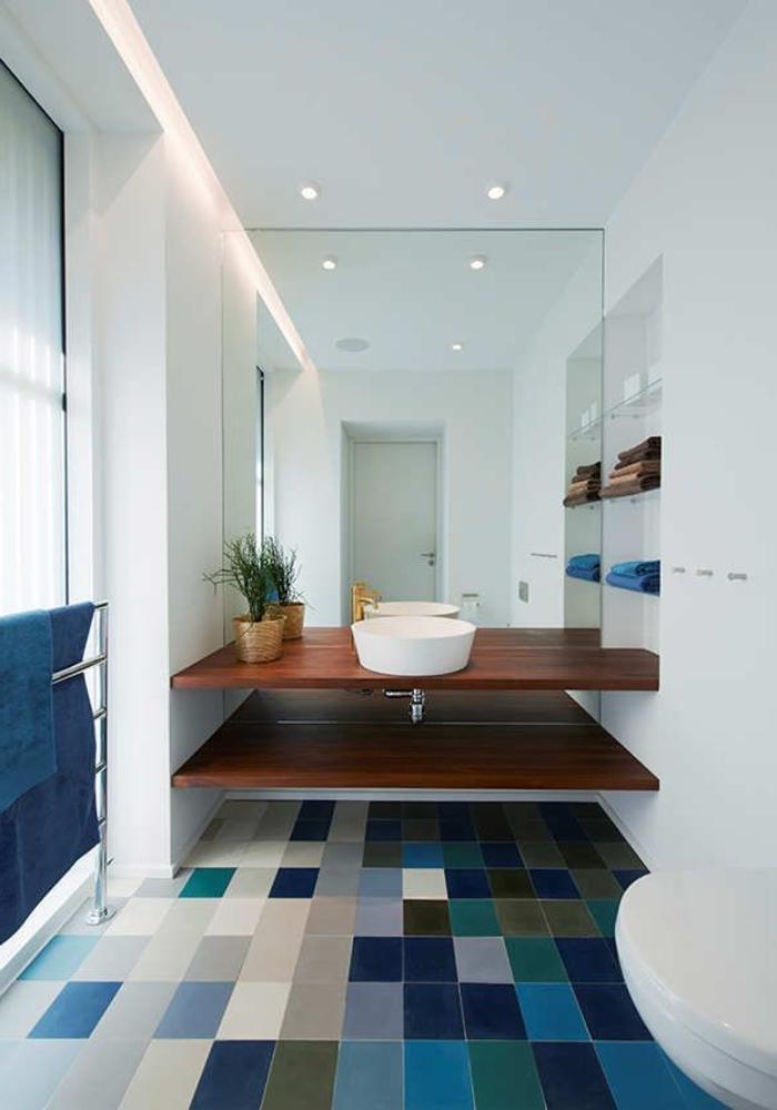 Relooker une salle de bain 42 id es en photos for Carrelage sdb bleu
