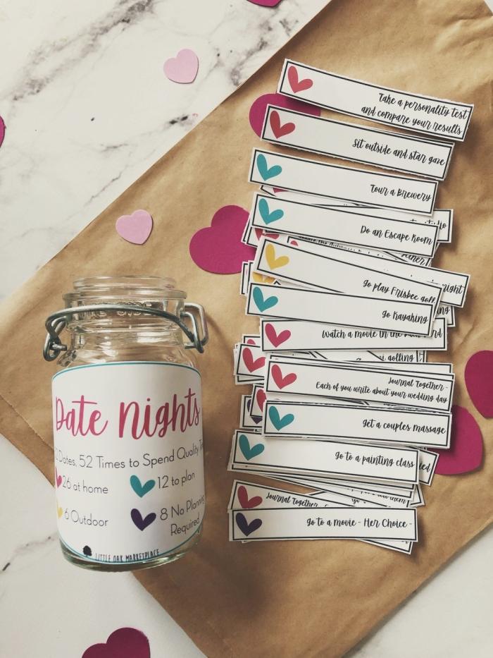 faire bocal avec défis saint valentin surprise diy jar en verre morceaux papier avec aventures à partager en couple