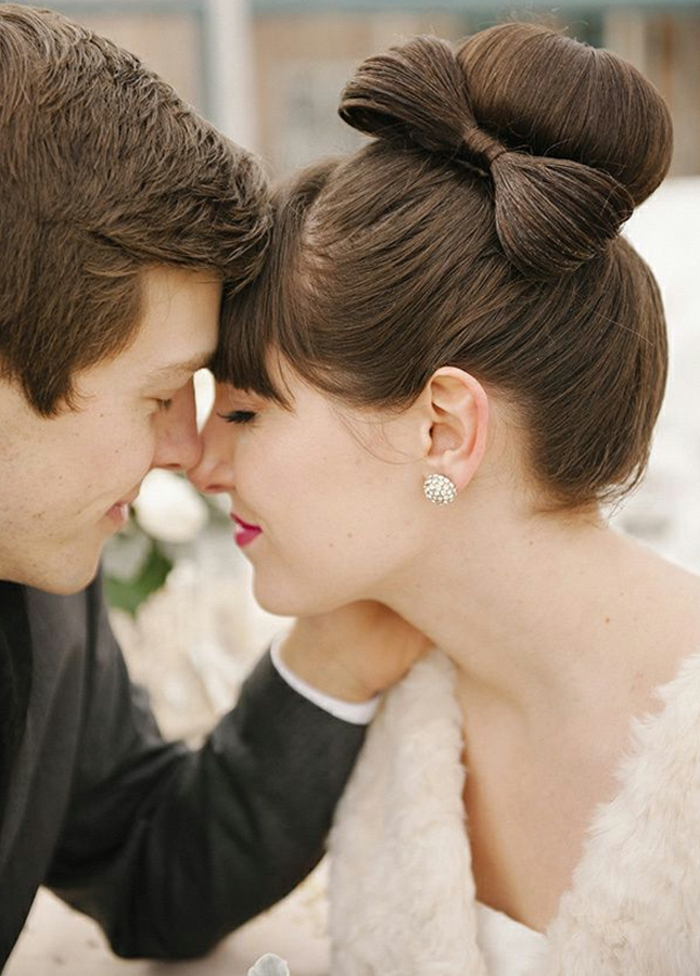 fantastique--couple-amoureux-photo-coiffure-chignon-coté-mariage-chignons-de-mariage-belle-coiffure