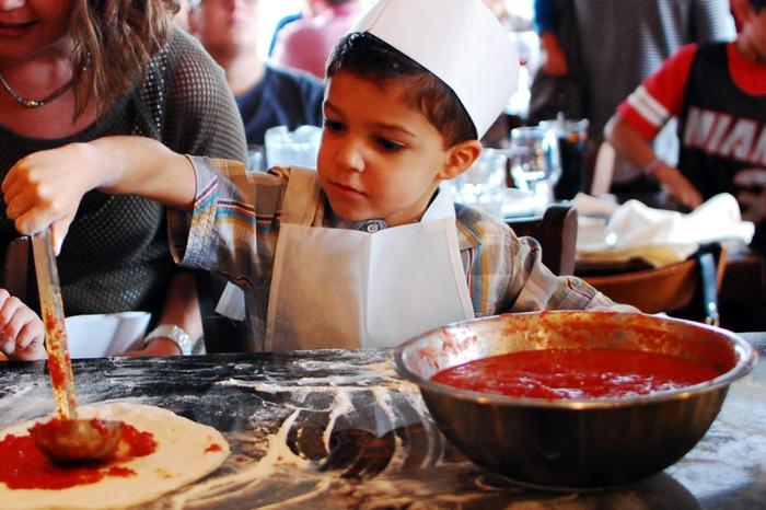fantastique-recette-pizza-manger-bouger-votre-pizza-vegan-délicieux-sauce-faire-la-pizza-avec-vos-enfants