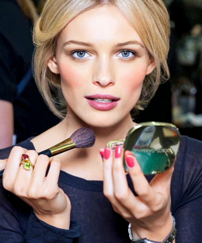 font-de-teint-poudre-base-de-maquillage-finition-pour-peau-parfaite