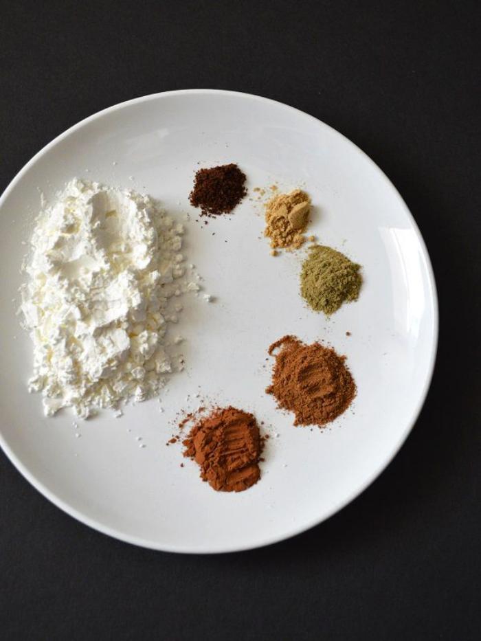 font-de-teint-poudre-farine-et-épices-pour-faire-des-produits-cosmétiques