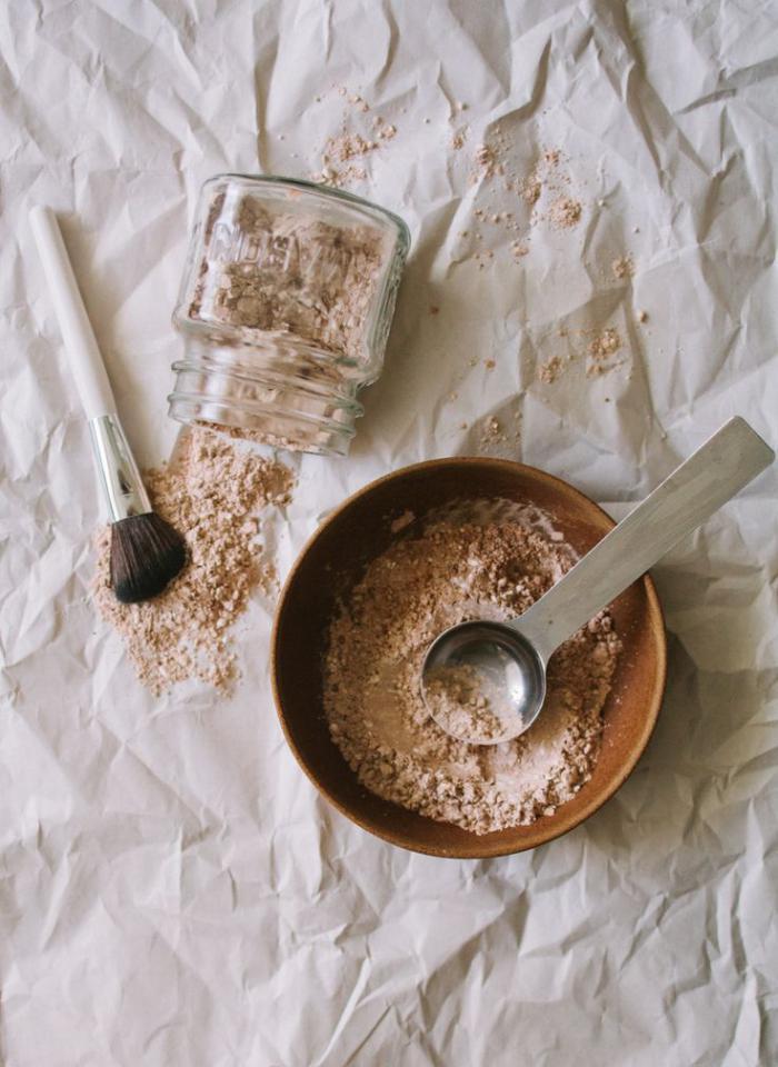 font-de-teint-poudre-préparer-son-fond-de-teint-avec-des-ingrédients-organiques