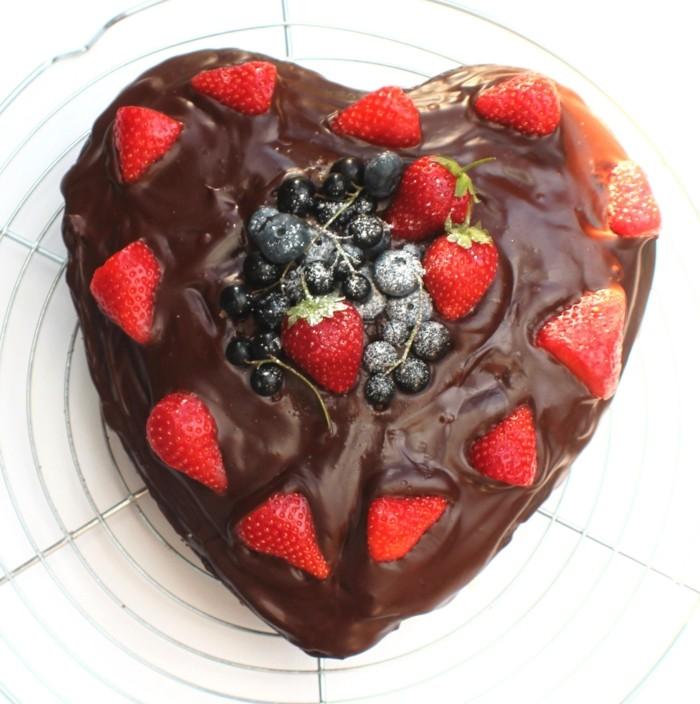 froste-le-gâteau-au-chocolat-blanc-gâteau-chocolat-banane-saint-valentine