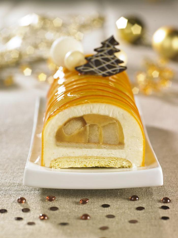 gâteau-roulé-une-buche-de-Noel-jaune-et-blanc