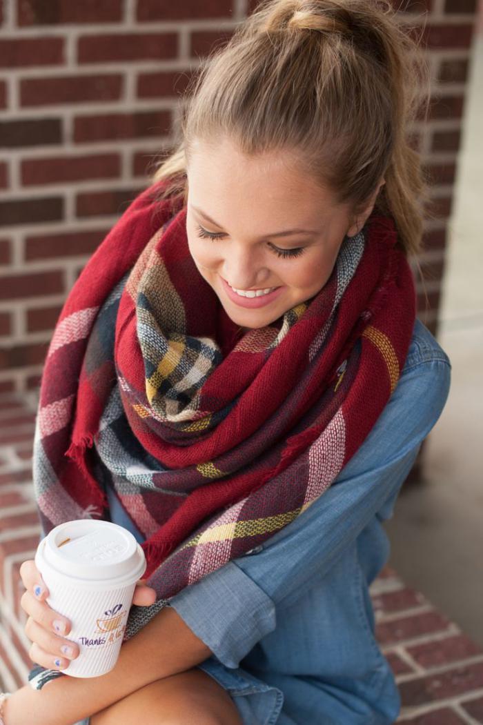 grosse-écharpe-carreaux-foulard-femme-manières-de-porter