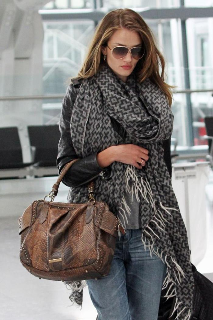 L accessoire indispensable pour l hiver - la grosse écharpe ... 1b18855c5a2