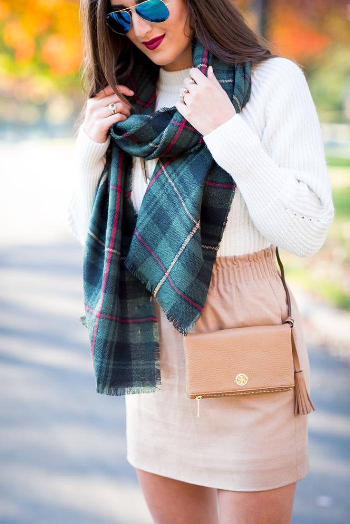 grosse-écharpe-motifs-classiques-de-foulard-femme