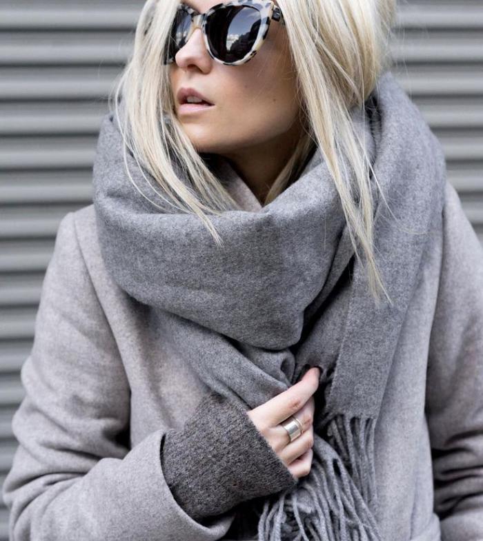 grosse-écharpe-outfit-femme-neutre-pour-l'hiver