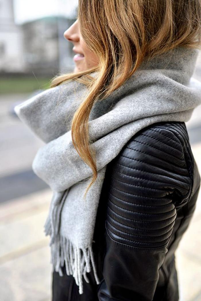 grosse-écharpe-pour-la-(saison-froide