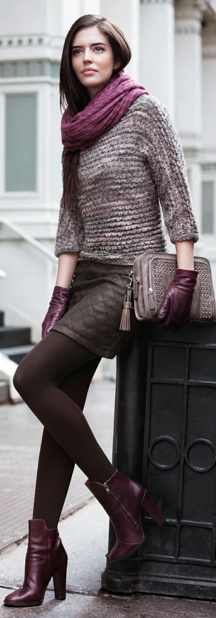 grosse-écharpe-pourpre-bottes-et-gants-en-même-gamme