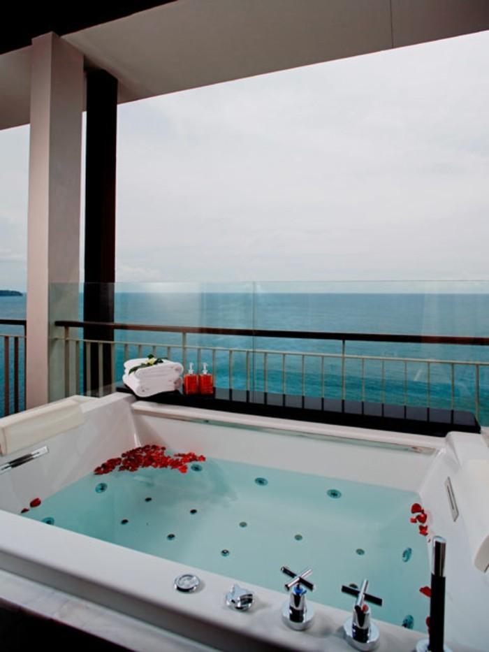 Belle chambre avec jacuzzi privatif 40 id es romantiques - Chambre avec jacuzzi sud ouest ...