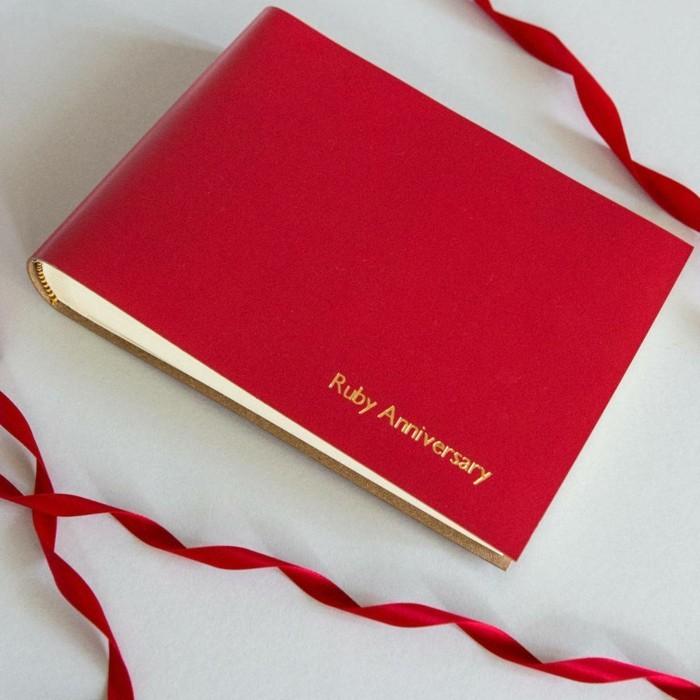 idée-à-faire-à-soi-même-album-photo-personnalisé-originale-en-rouge