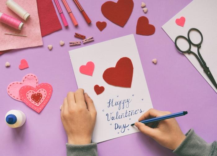 idée cadeau amoureux diy carte papier craft scrapbooking colle ciseaux marqueurs fil pinces bois