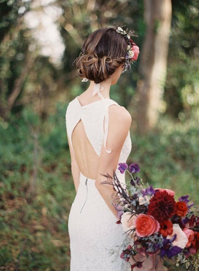 idée-coiffure-cheveux-longchignon-mariage-facile-photo-coiffure-photo-couronne-de-fleurs-bouquet-de-mariage