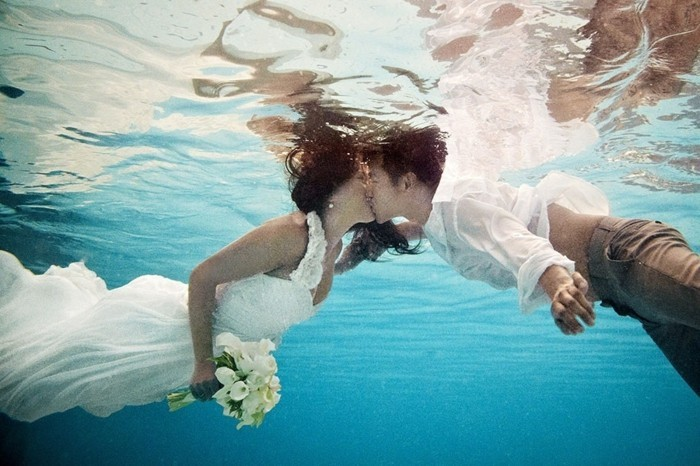 idée-photo-mariage-idée-photo-originale-belle-couple-sous-marine
