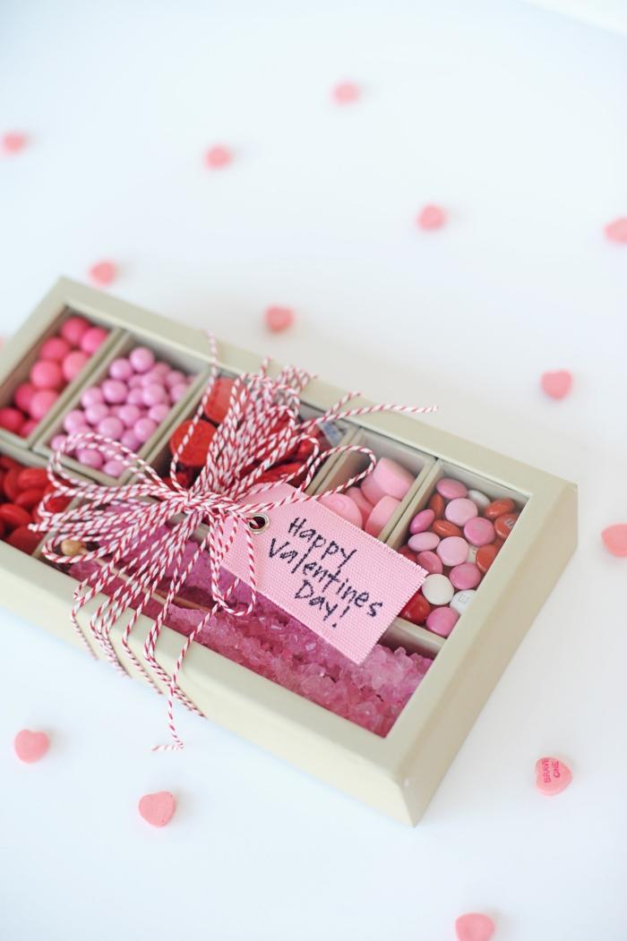 idée surprise saint valentin boîte bonbons surprise gourmande cadeau pour lui ficelle étiquette amour