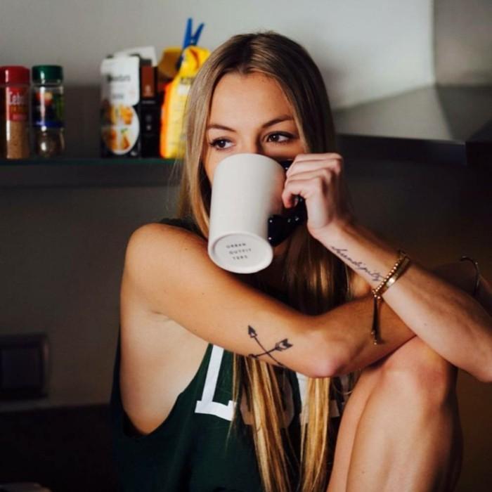 idée-tatouage-poignet-tatouage-original-tatouage-poignet-infini-belle-fille