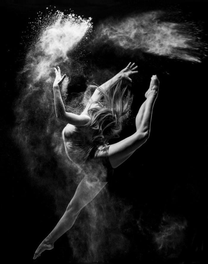instantané-photographie-art-beauté-en-noir-et-blanc-ballet