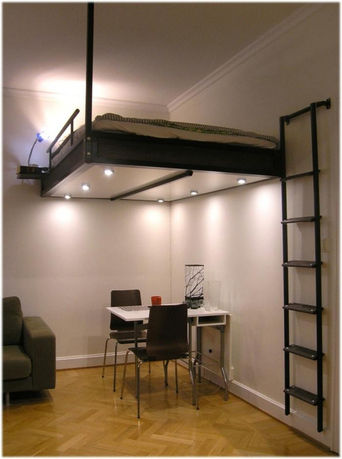 Uniques id es pour la d co avec la chaise pliante - Lit suspendu au plafond ...