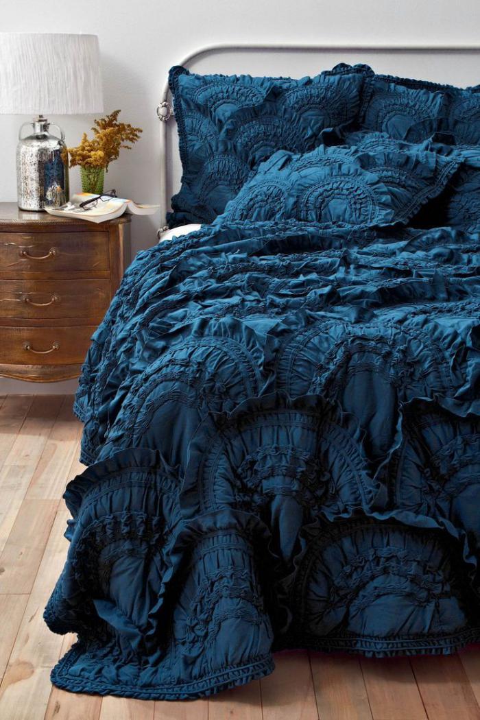 plaid de lit astuce dco sa chambre avec un joli plaid with plaid de lit beautiful les. Black Bedroom Furniture Sets. Home Design Ideas