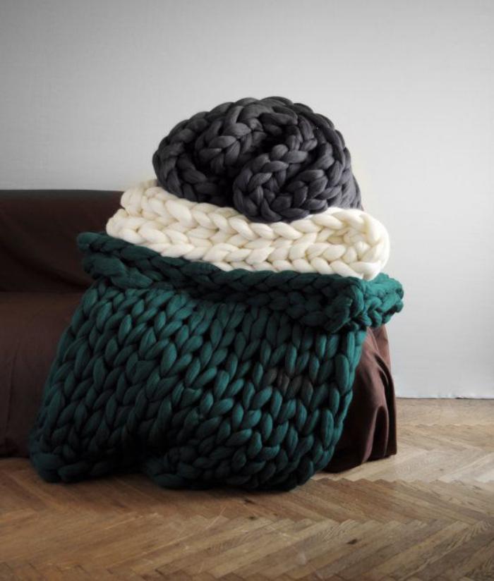 jeté-de-lit-boutis-de-lit-maille-grosse-laine-colorée